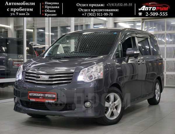Toyota Noah, 2011 год, 987 000 руб.