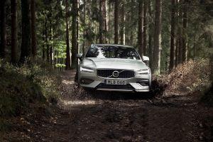 Новый Volvo V60 Cross Country добрался до России: опубликован ценник