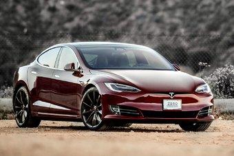 Tesla Model S и Model X могут получить новые моторы и интерьер