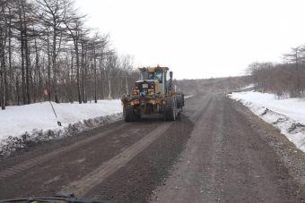 В планах на ближайшие годы — провести масштабные дорожные работы, в том числе на островах Итуруп и Шикотан.