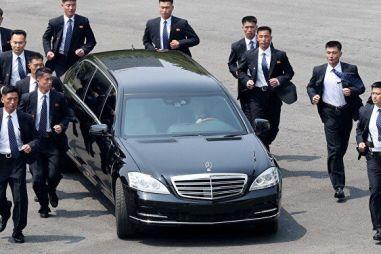 В Daimler AG удивились наличию Мерседесов и Майбахов у Ким Чен Ына