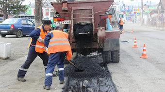 Это позволит восстановить дорожное полотно там, где его пока не планируют капитально ремонтировать.