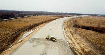 Также строители возводят мосты, путепроводы, развязки и пункты взимания платы.