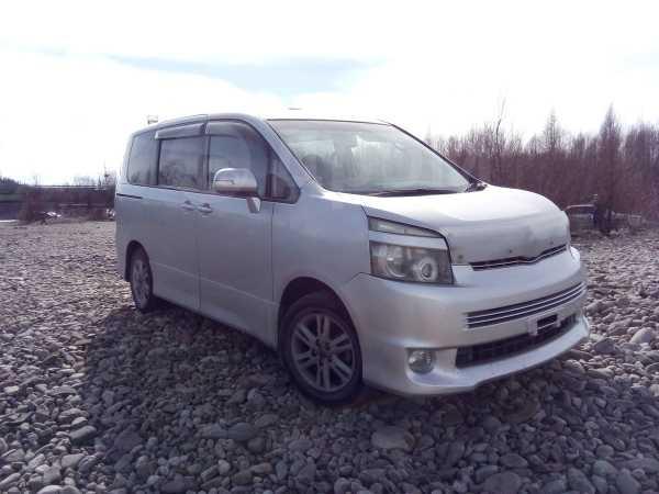 Toyota Voxy, 2009 год, 670 000 руб.