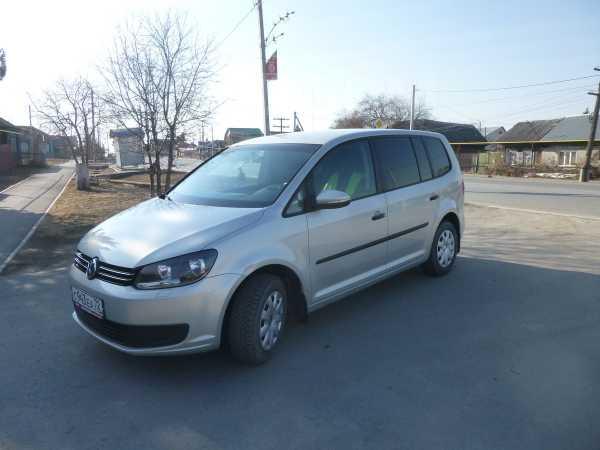 Volkswagen Touran, 2010 год, 520 000 руб.