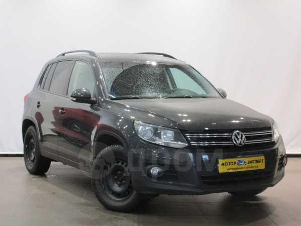 Volkswagen Tiguan, 2015 год, 799 000 руб.