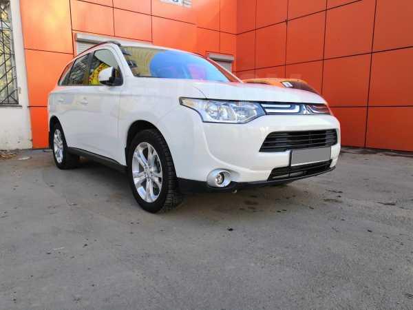 Mitsubishi Outlander, 2013 год, 999 999 руб.