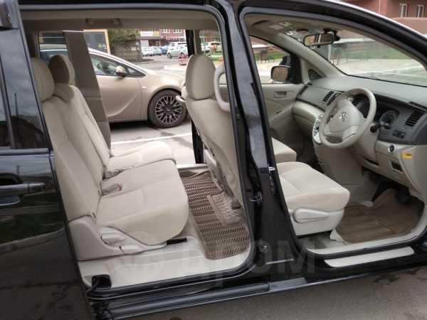 Toyota Isis, 2012 год, 770 000 руб.