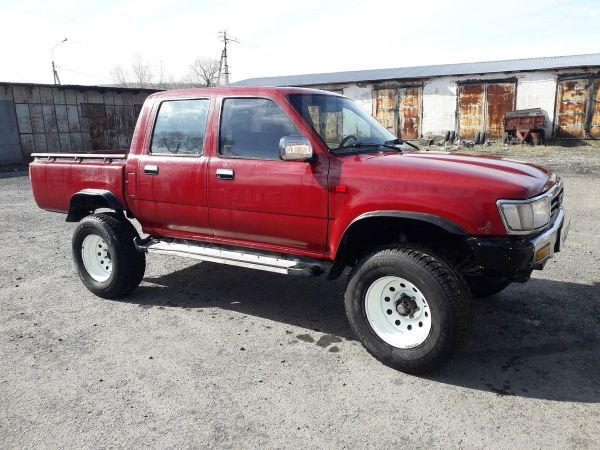Toyota Hilux Pick Up, 1988 год, 300 000 руб.