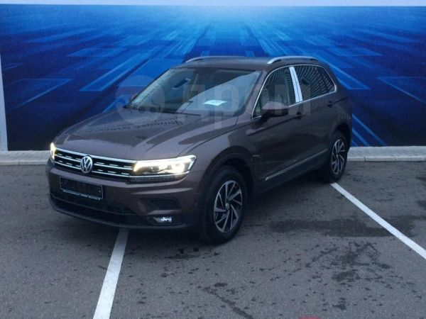 Volkswagen Tiguan, 2018 год, 2 323 700 руб.