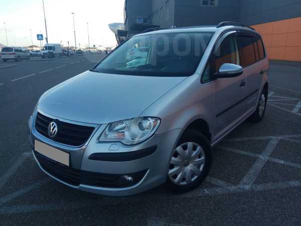 Volkswagen Touran, 2009 год, 425 000 руб.