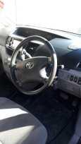Toyota Voxy, 2004 год, 600 000 руб.