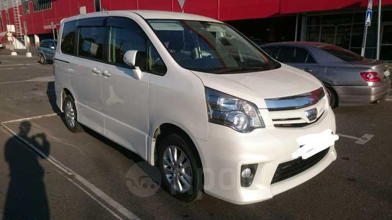 Toyota Noah, 2012 год, 1 190 000 руб.