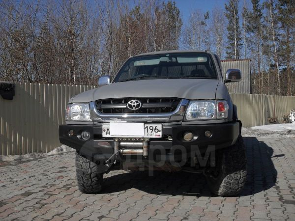 Toyota Hilux Pick Up, 2002 год, 787 000 руб.