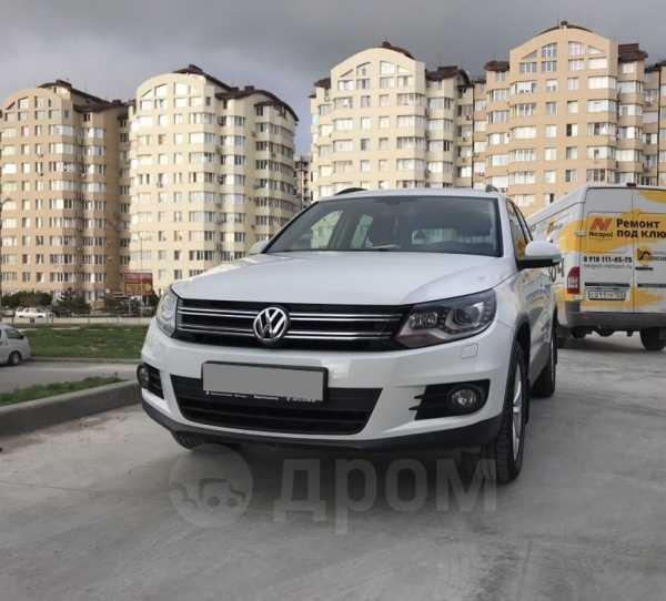 Volkswagen Tiguan, 2015 год, 1 220 000 руб.