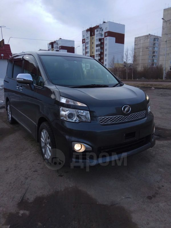 Toyota Voxy, 2012 год, 1 200 000 руб.