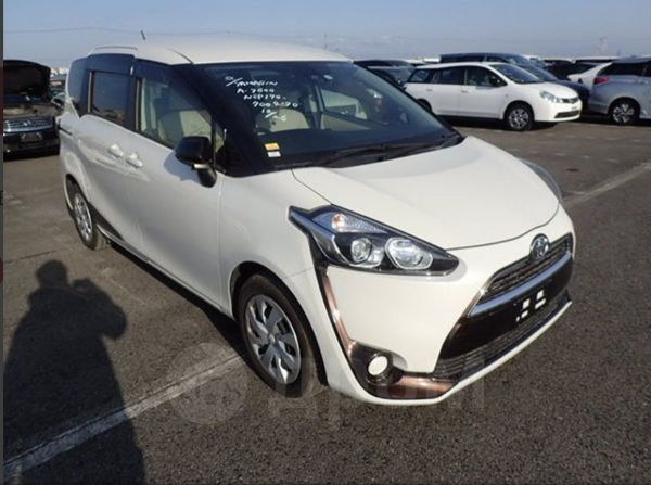 Toyota Sienta, 2015 год, 1 049 000 руб.