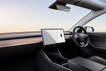 Вскоре после Великобритании праворульная Tesla Model 3 появится и на других рынках с левосторонним движением
