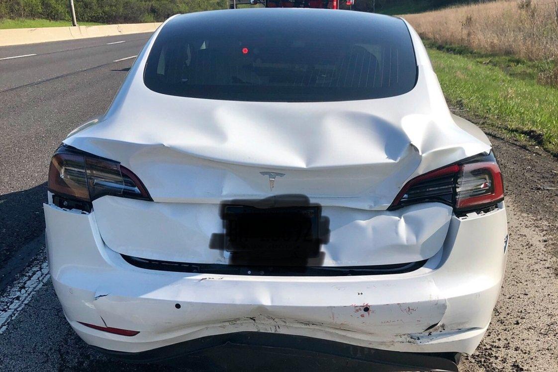 Tesla Model 3 смогла избежать столкновения благодаря автоматическому маневрированию (ВИДЕО)