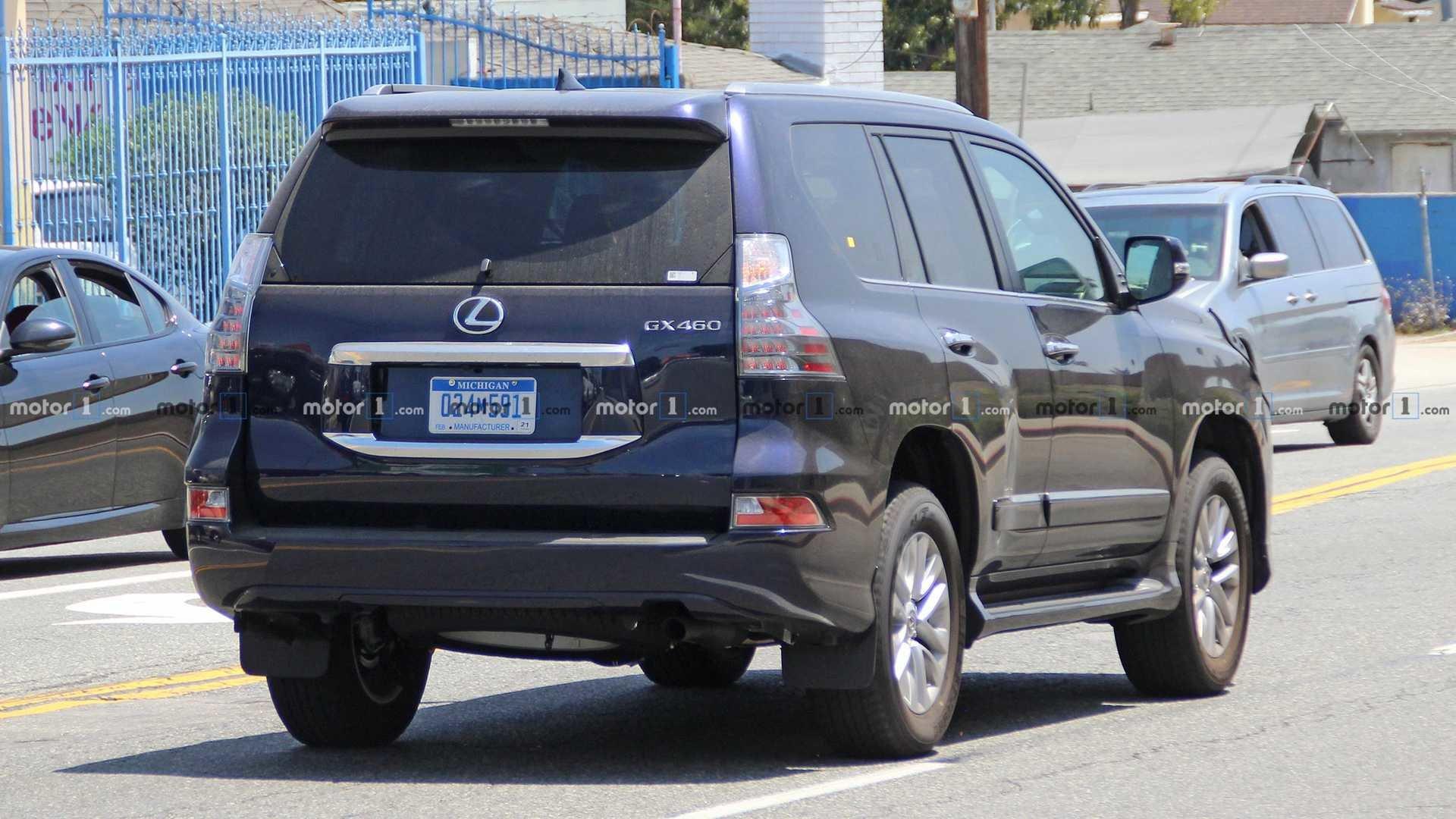 Появились фото прототипа рестайлингового внедорожника Lexus GX