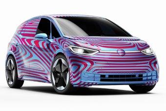 Пока на кузов Volkswagen ID.3 еще нанесена маскировочная пленка, но разглядеть все детали не составляет труда