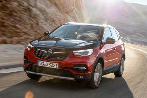 Opel представил 300-сильный кроссовер Grandland X Hybrid4 с возможностью подзарядки от розетки