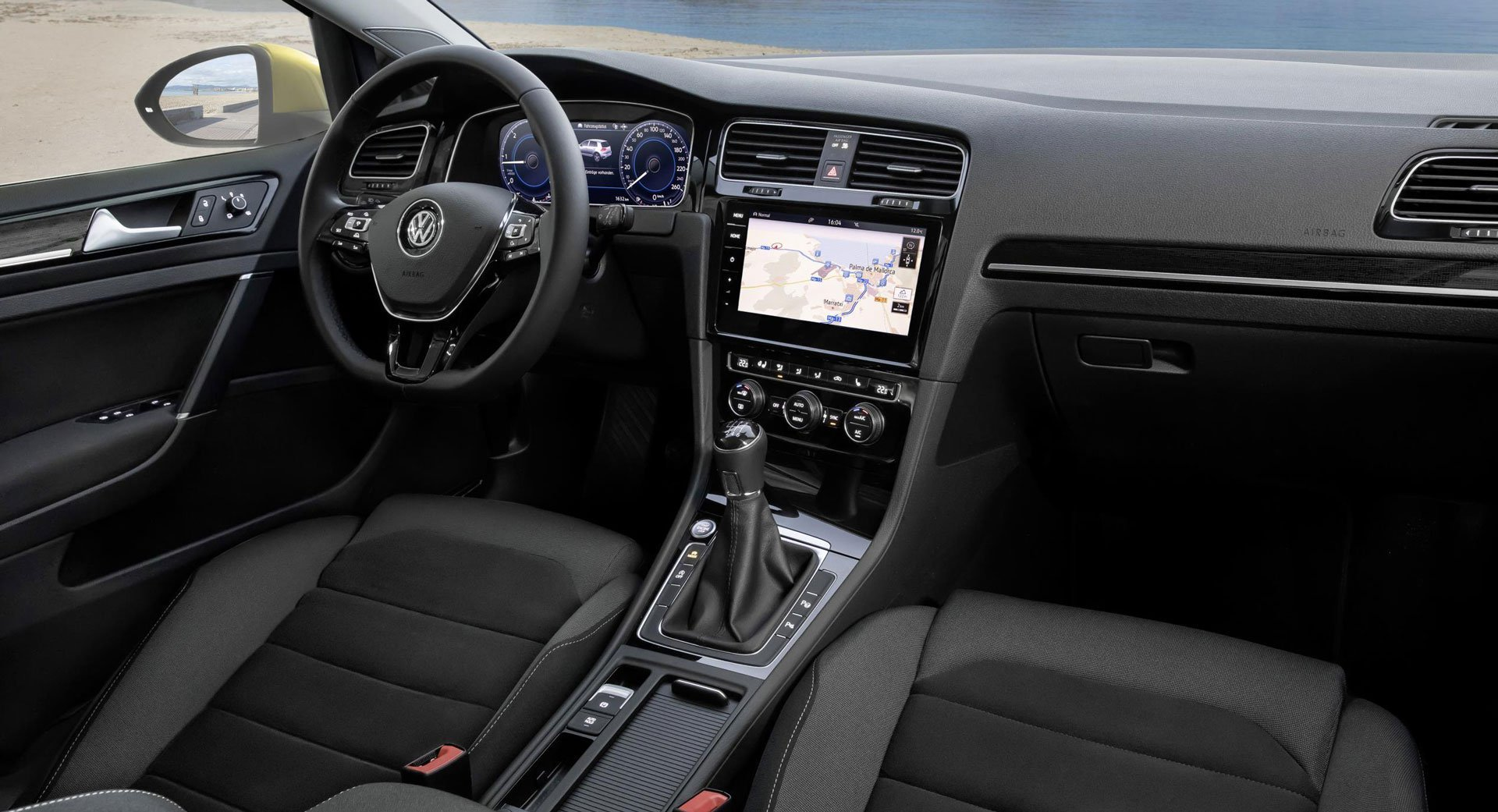 Интерьер Volkswagen Golf раскрыт: больше никаких рендеров