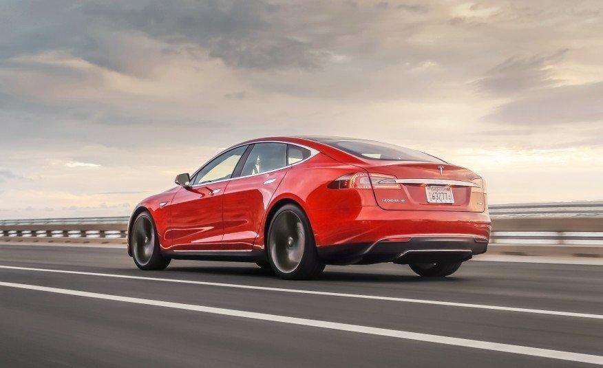 Tesla объяснила, как будет разбираться с пожарами на Model S и Model X