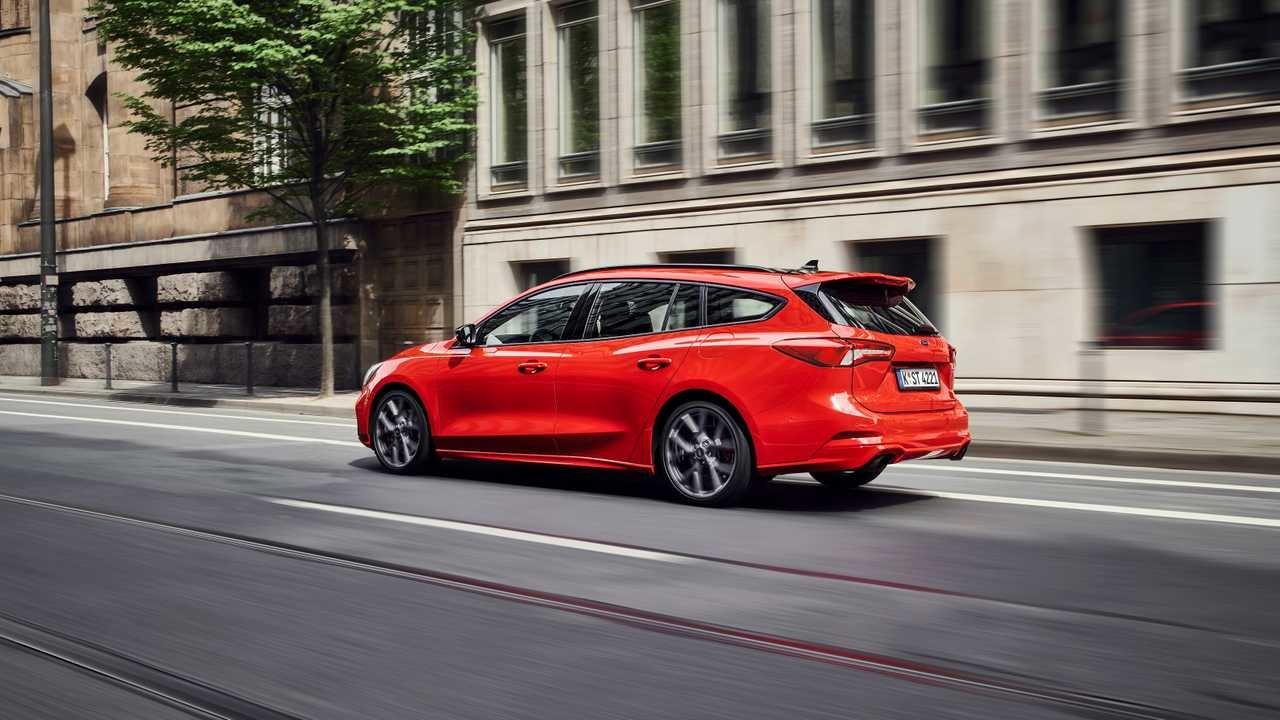 Слишком быстрый: Ford ограничил скорость 280-сильному универсалу Focus ST нового поколения