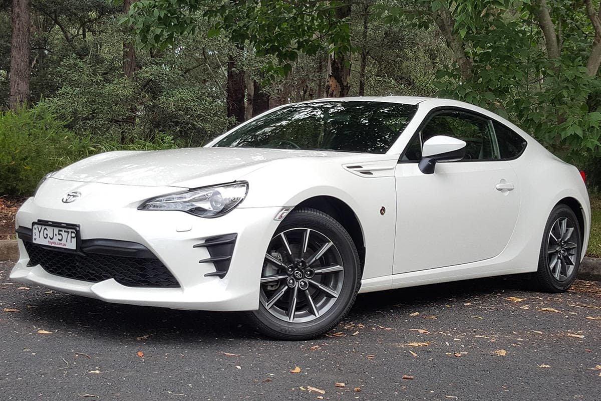 Toyota озвучила статистику продаж автомобилей с «механикой». Цифры удивляют
