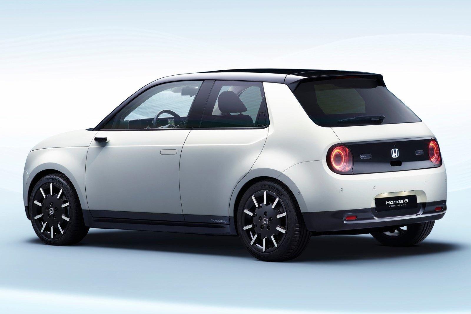 В Европе начался прием заказов на электрокар Honda e