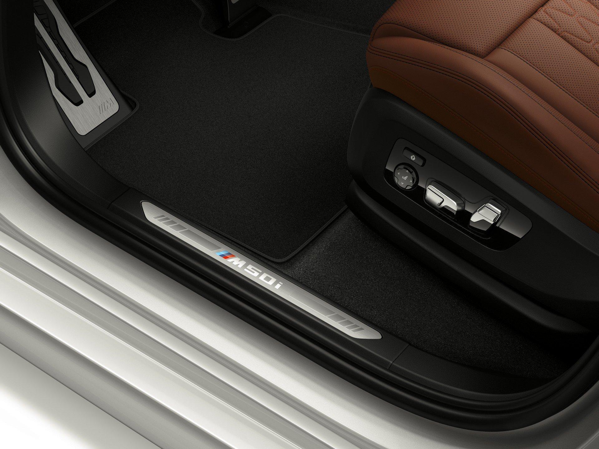 BMW X5 M50i и BMW X7 M50i почти не уступают полноценным «эмкам» прошлого поколения