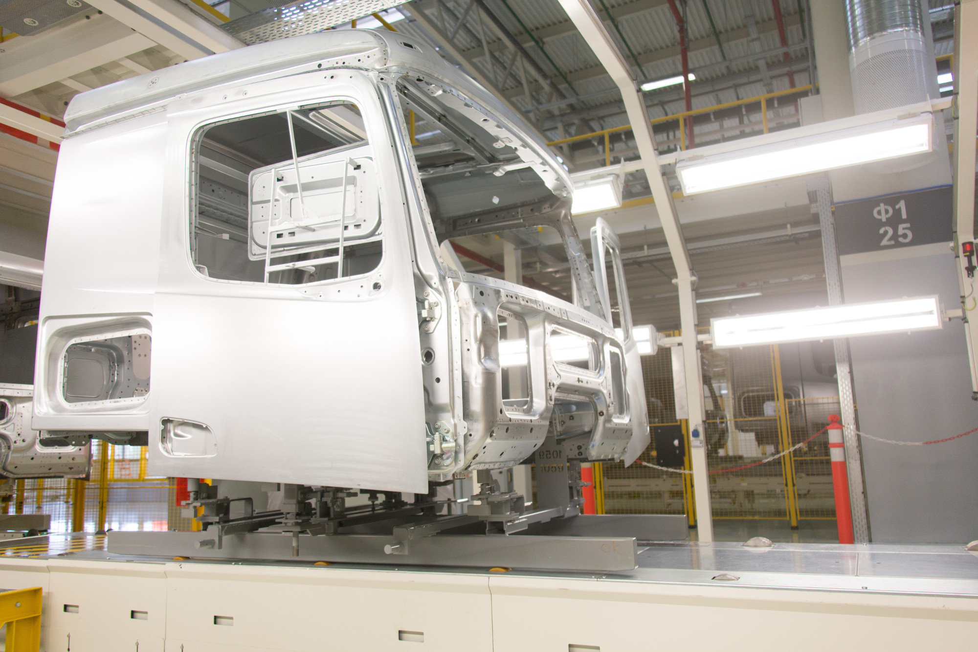 КАМАЗ и Daimler AG открыли совместный завод по производству кабин нового поколения