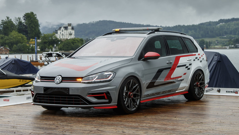 Volkswagen показал на автомобильной выставке два необычных Golf GTI