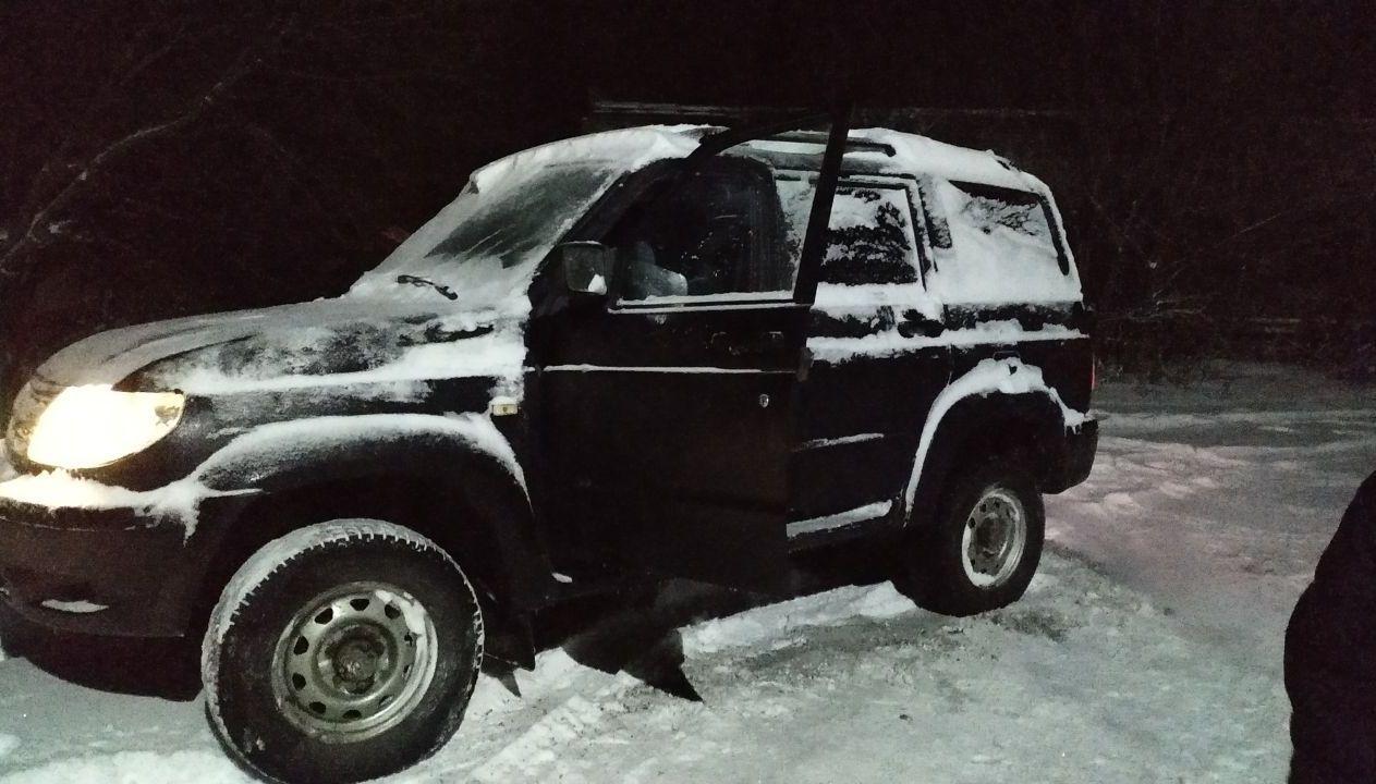 после проливного дождя пришло резкое похолодание и снег и из за этого примерзли все двери , водительскую отогрели ,но она опять замерзла и уже теперь не закрывается