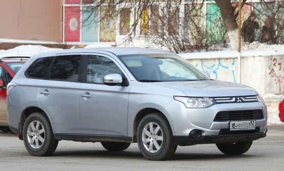 Mitsubishi Outlander 2013 - отзыв владельца