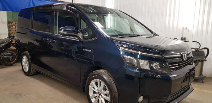 Toyota Voxy 2014 - отзыв владельца