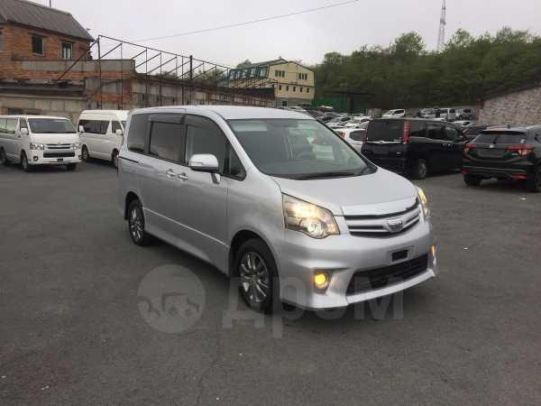 Toyota Noah, 2013 год, 1 100 000 руб.