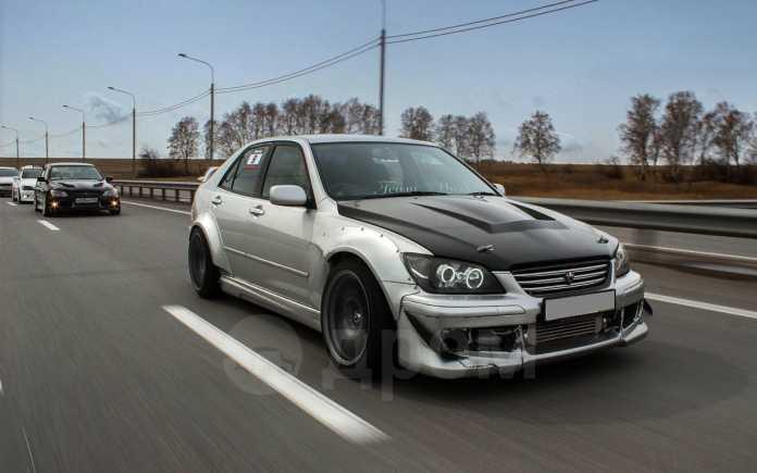Toyota Altezza, 2000 год, 700 000 руб.