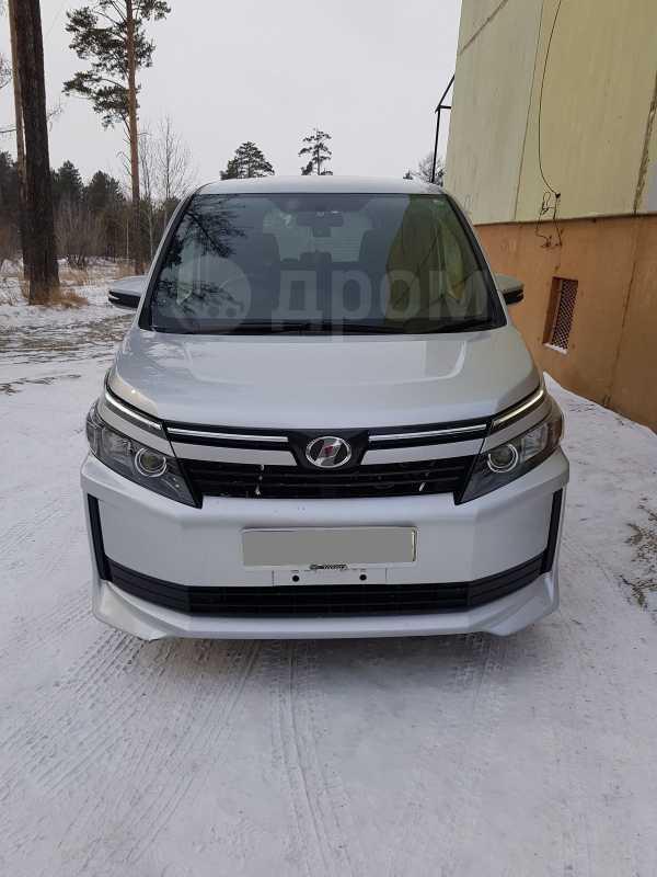 Toyota Voxy, 2014 год, 1 115 000 руб.