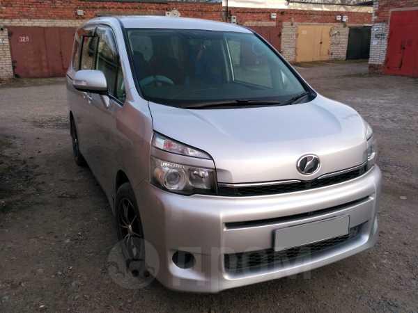 Toyota Voxy, 2011 год, 850 000 руб.