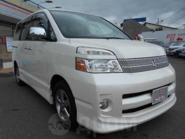 Toyota Voxy, 2005 год, 305 000 руб.