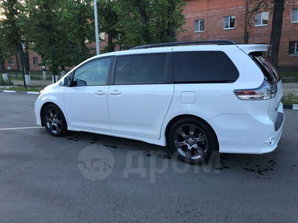 Toyota Sienna, 2016 год, 3 090 000 руб.