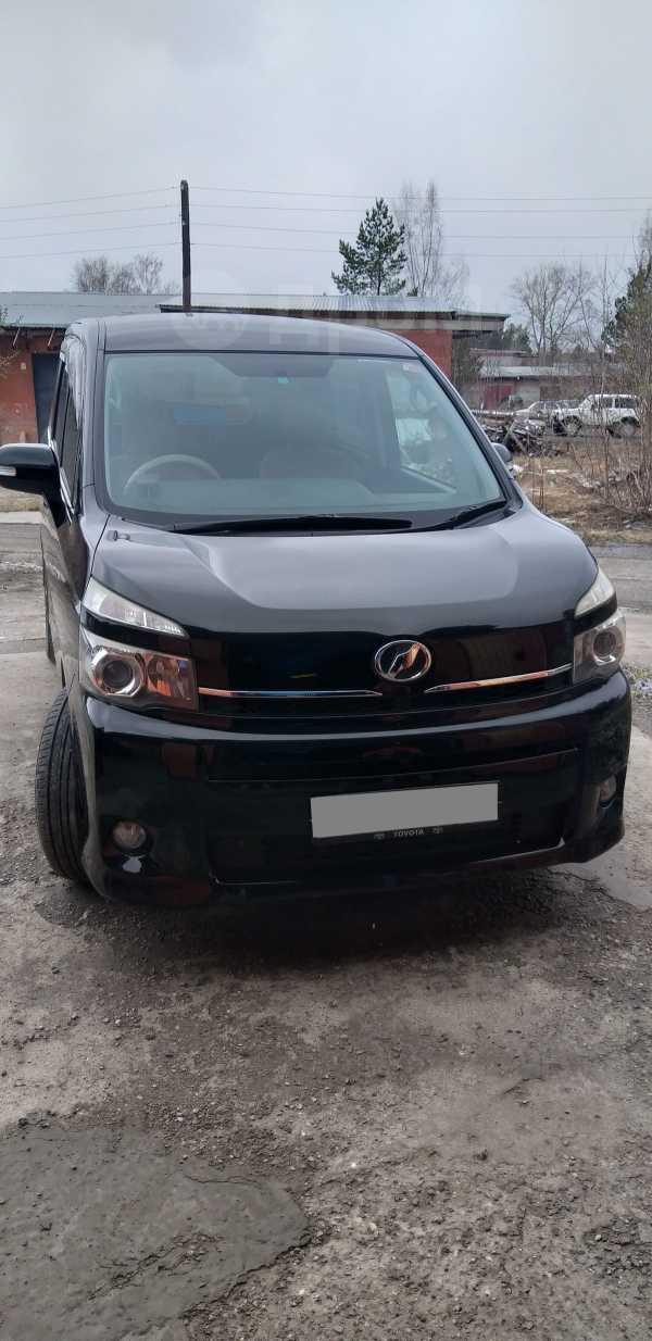 Toyota Voxy, 2011 год, 1 200 000 руб.