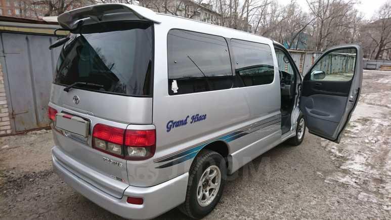 Toyota Hiace Regius, 2001 год, 715 000 руб.