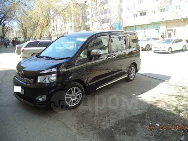 Toyota Voxy, 2012 год, 1 090 000 руб.