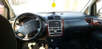 Барнаул Avensis Verso 2004