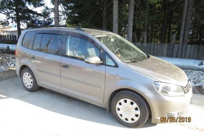 Volkswagen Touran, 2011 год, 590 000 руб.