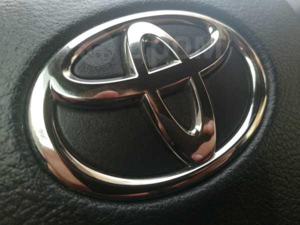 Toyota RAV4, 2011 год, 975 000 руб.