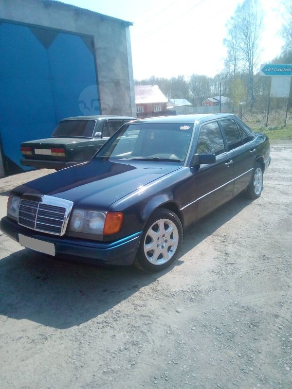 Mercedes-Benz E-Class, 1990 год, 200 000 руб.